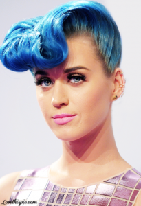 Katy Perry dares the trendy ultraviolet color of Pantone, the colorist