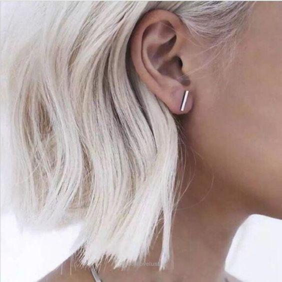 GLACIAL AND POLAR BLOND HAIR COLORING GIVES COLD IN THE BACK
